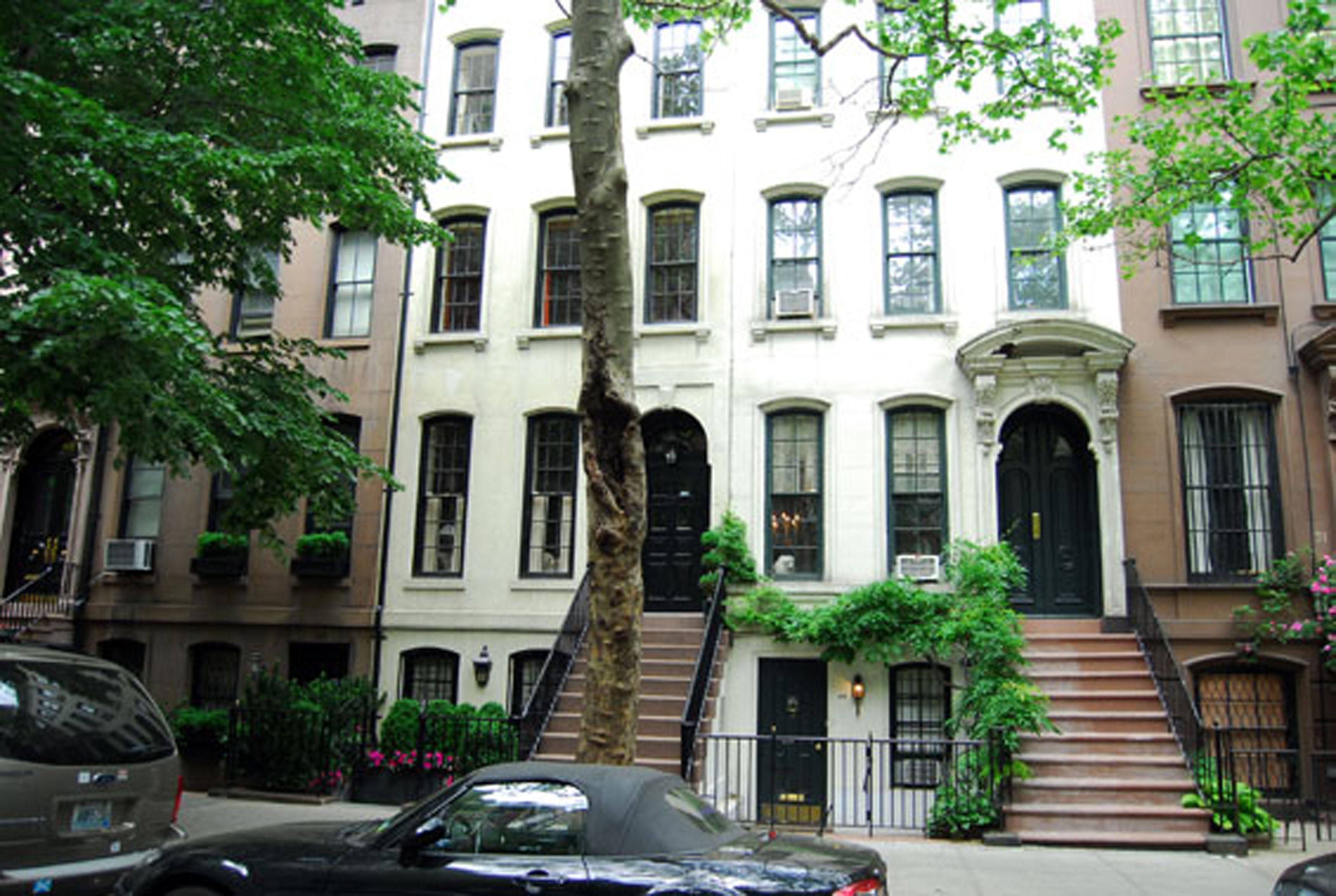 Now you can really have breakfast at tiffany 39 s apartment for Townhouse for sale manhattan