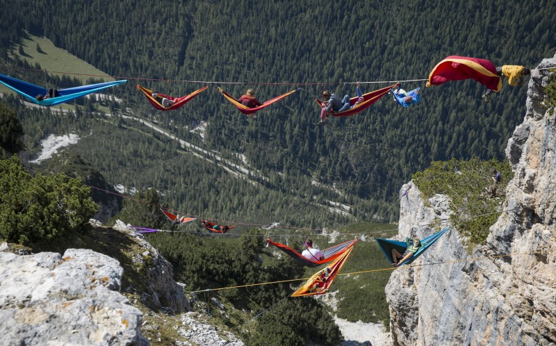 Chillseekers Highliners Set Up Hammocks To Relax Hundreds