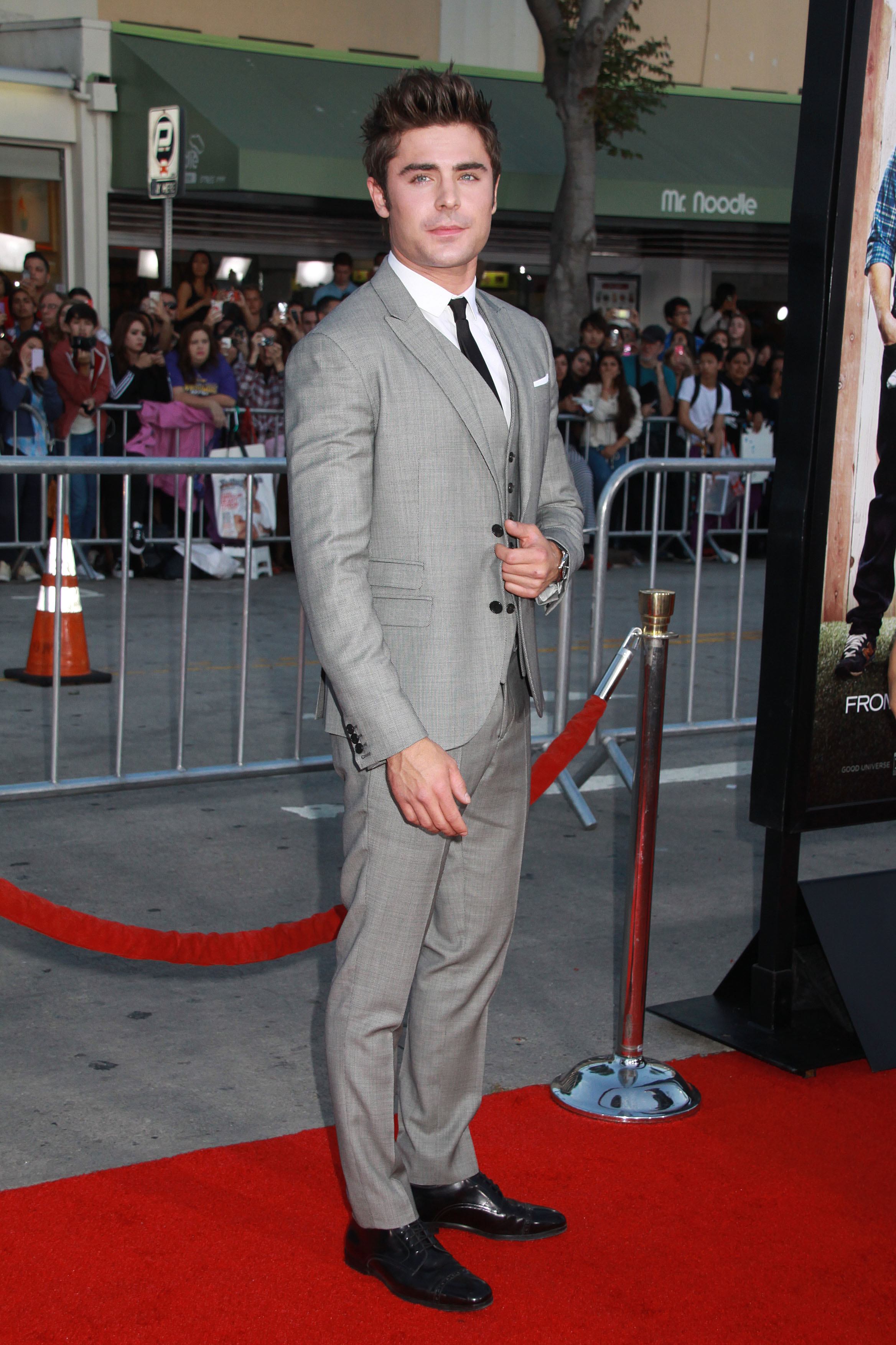 Zac Efron Arrives Draws Crowds At Premier Of Neighbors