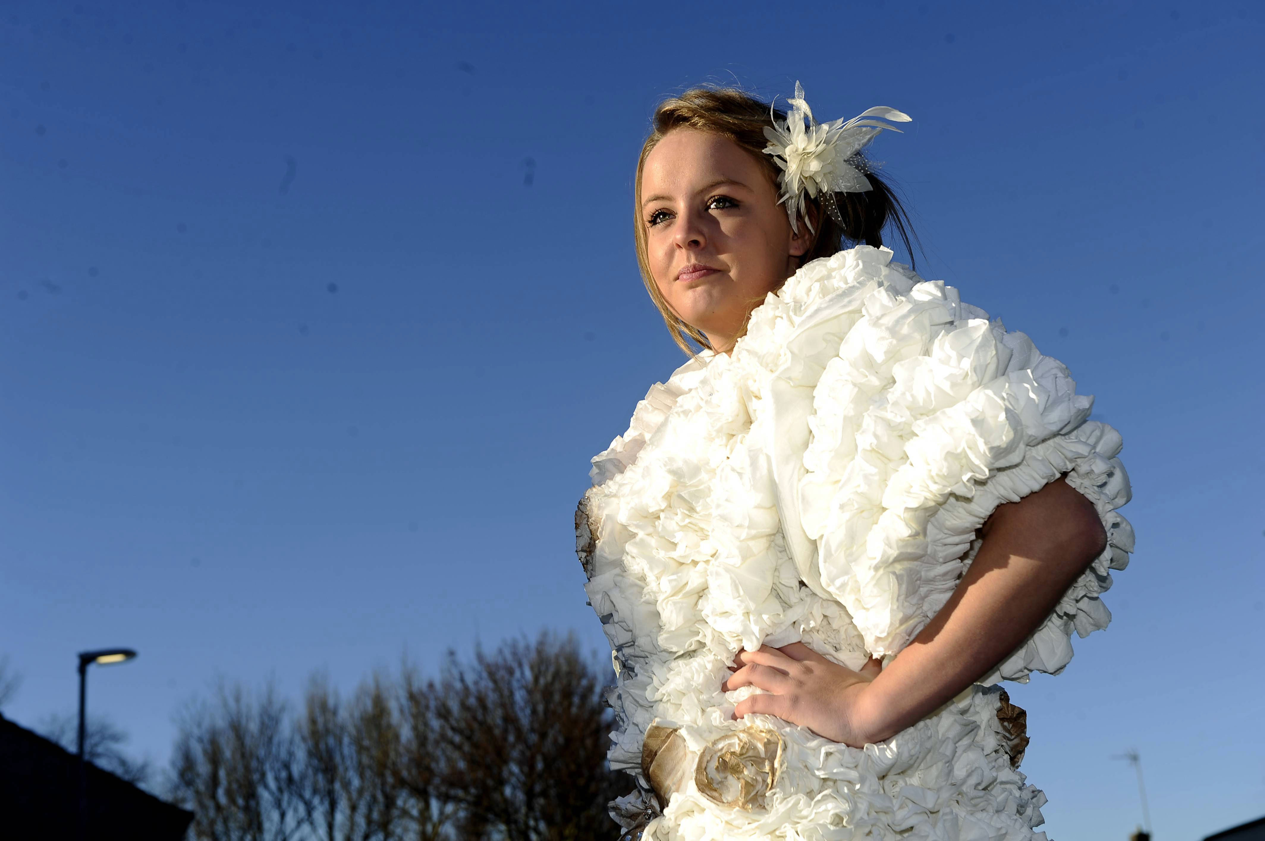 Loo Ture Woman Spends Three Months Making Britain S First Dress