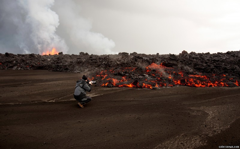 Driving on a motorcycle the photographer braved blistering temperatures to get as close the volcano as possible