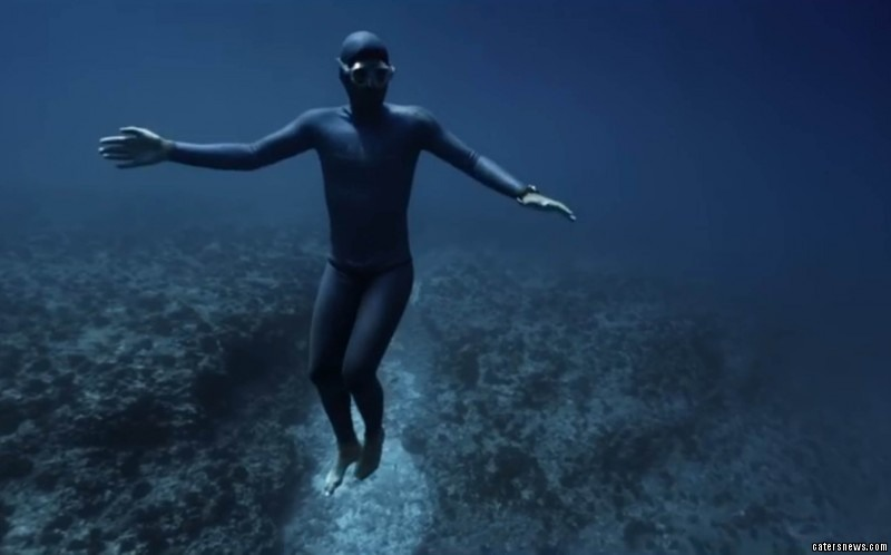 Free diving Frenchman Guillaume Néry dives underwater with no air tanks to depths of more than 285ft