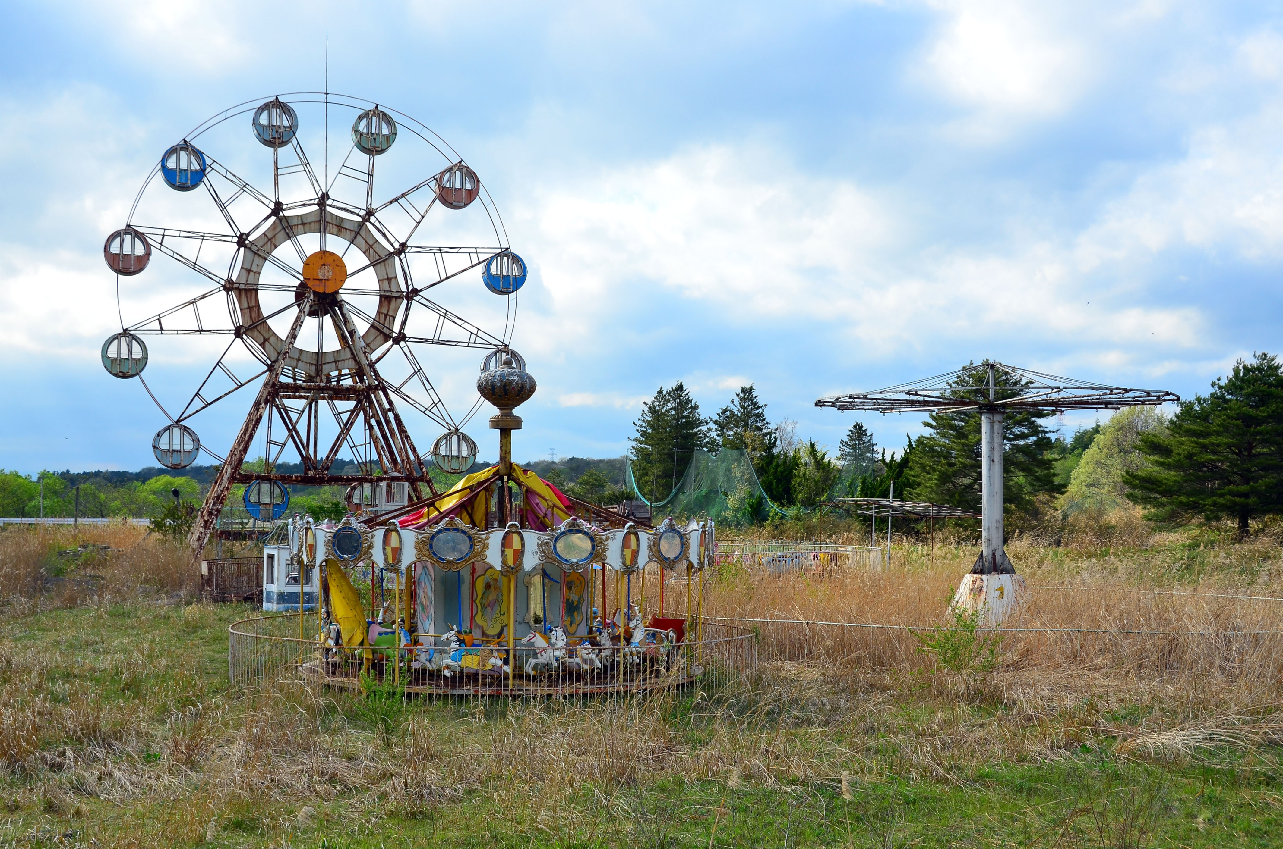 Images Show Abandoned Theme Park Plauged By Curse