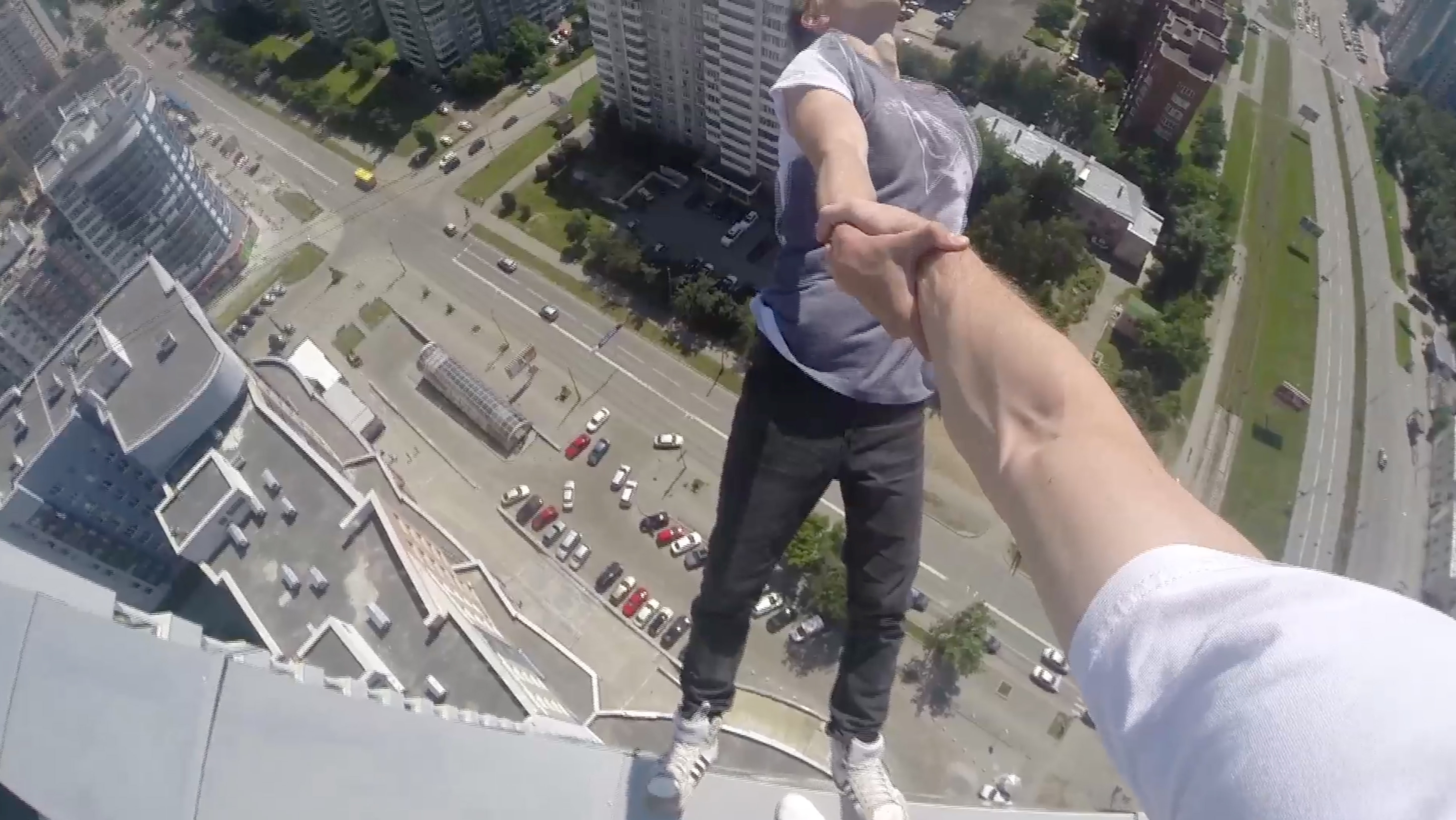 Daredevil Rooftopper Swings By Friends Arm 40 Floors Above