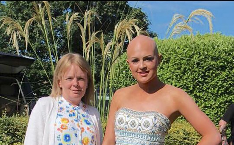 MELISSA SUTTON WITH HER MUM ALISON