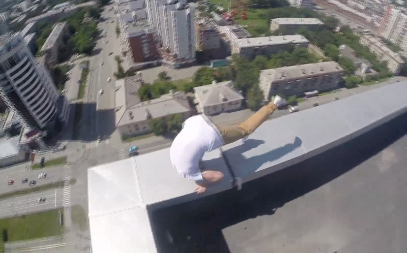 Oleg Cricket forward rolls to the edge of the building