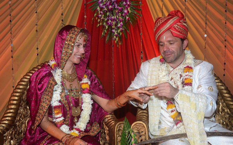 Gustavo Bogomolni, 45 and Fanny Perez, 39 at their second wedding in Jaipur, India in september 2013