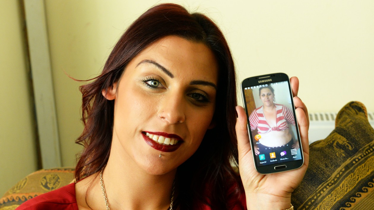 PIC BY CATERS NEWS - (PICTURED: Chelsea Stevens, 25, from Yardley, Birmingham, shows the fat shaming screensaver of herself at her heaviest. She used this to deter herself from eating unhealthy food.)  -A takeaway addict has shed a staggering seven stone after fat shaming herself with an obese mobile screensaver. Chelsea Stevens, 25, from Yardley, Birmingham, gorged on pizza and fried chicken until she reached a shocking 20-stone. She had piled on the pounds after giving birth to her son, Aries, now three, but was determined to be a healthy and active parent. In October 2013, Chelsea took a fat-shaming photo revealing her size 24 stomach and set it as her mobile phone screensaver to encourage her to give up her favourite unhealthy snacks. SEE CATERS COPY