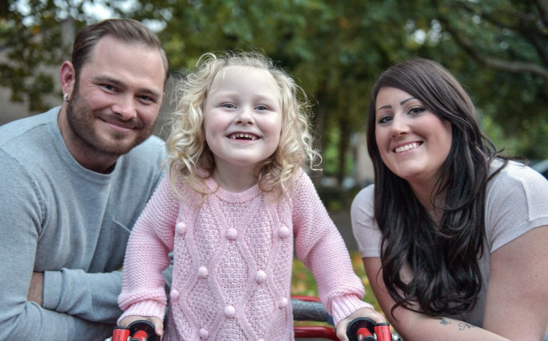 Kayla Eales (4) with her father, Anthony Eales (26) and her mother, Gemma Eales (31)
