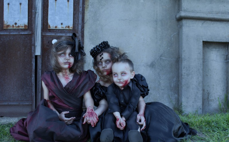 CHILDREN DRESSED AS VICTORIAN HORROR FICTION CHARACTERS