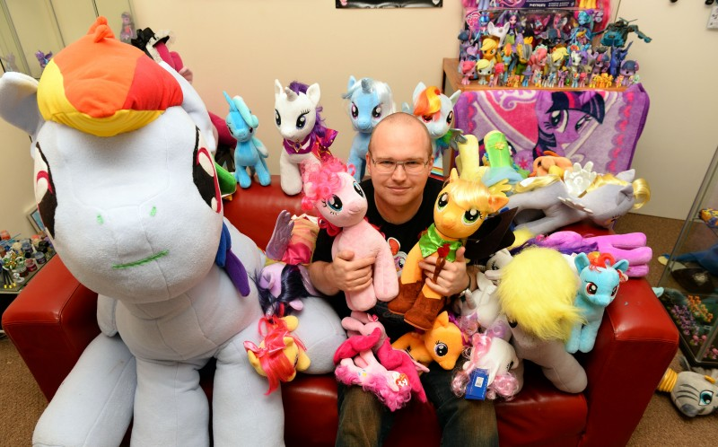 Is this Britain's biggest Brony? Man forks out £12,000 on ...
