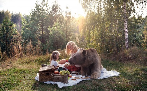 Model Irina and daughter Katya enjoy a picnic with a real life teddy bear