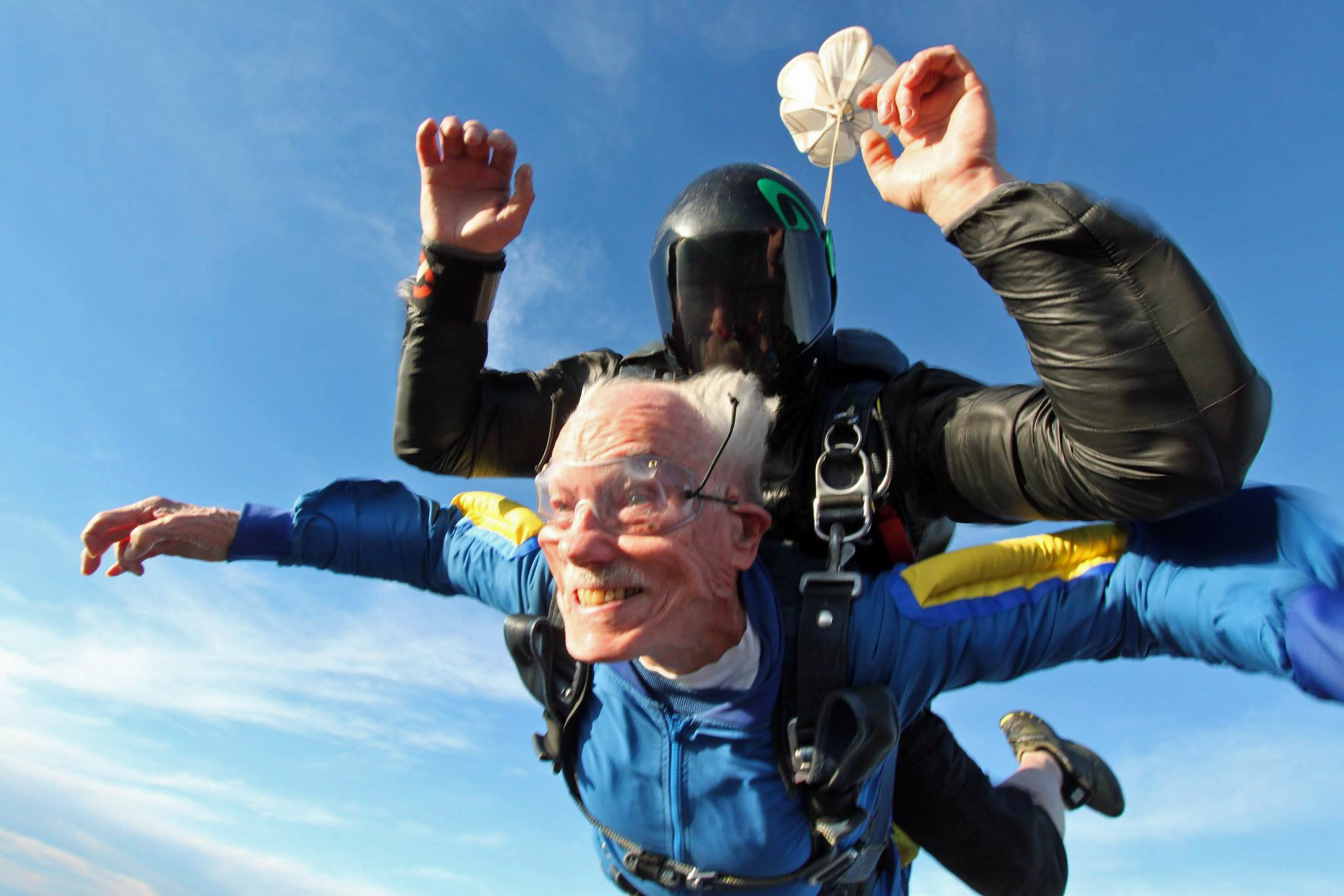 Daredevil grandpa: 100-year-old man jumps from plane for ...