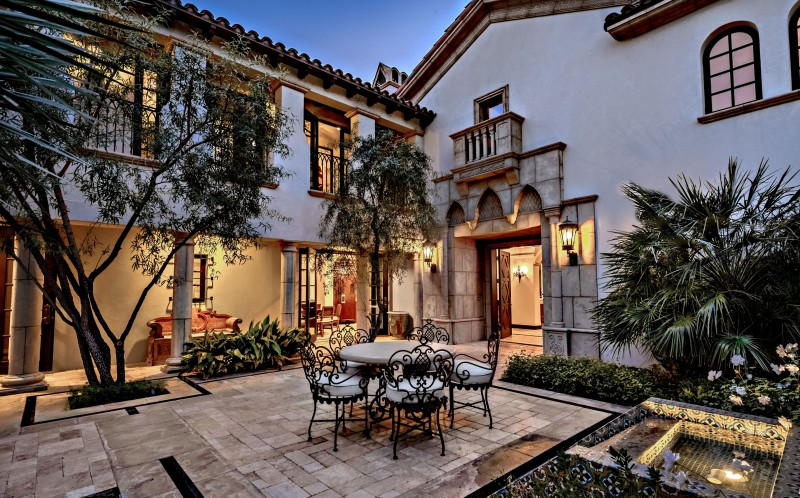 Sylvester Stallone's California home. Patio