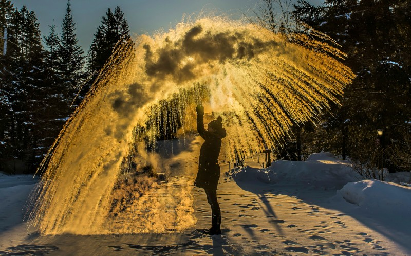 Marie-Claude Paquette throwing the boiling water into the -30 centigrade air creating beautiful designs