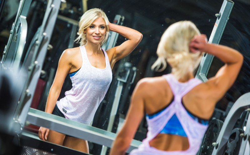 The stunning blonde at the gym