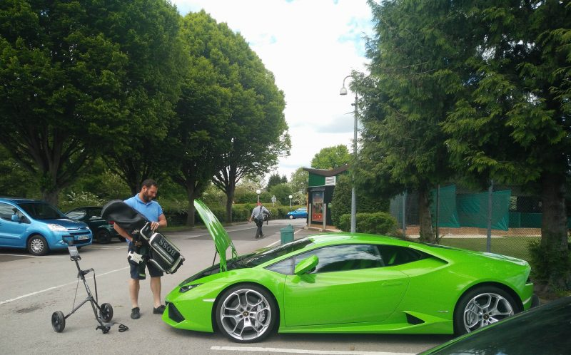 The Lamborghini driver trying to put the golf clubs in his car