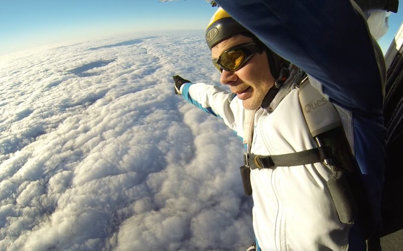 PIC BY GLEB VOREVODIN/ CATERS NEWS - Gleb Vorevodin falling into the fluffy clouds.