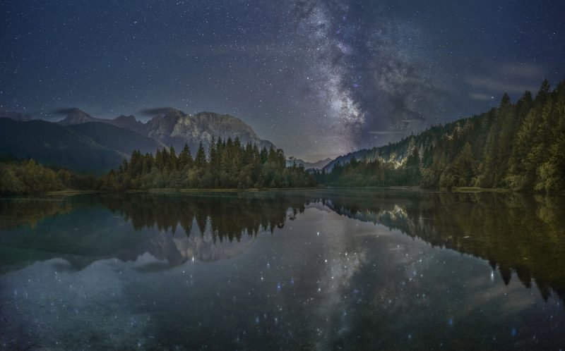 PIC BY JOHANNES HOLZER/CATERS NEWS - A view of the Milky Way at Stausee in Germany.