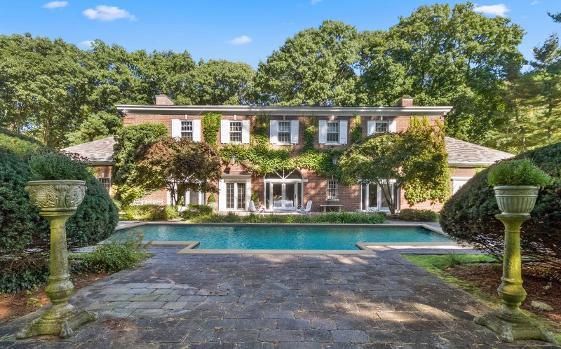 Elegant carriage house owned by British spy who inspired