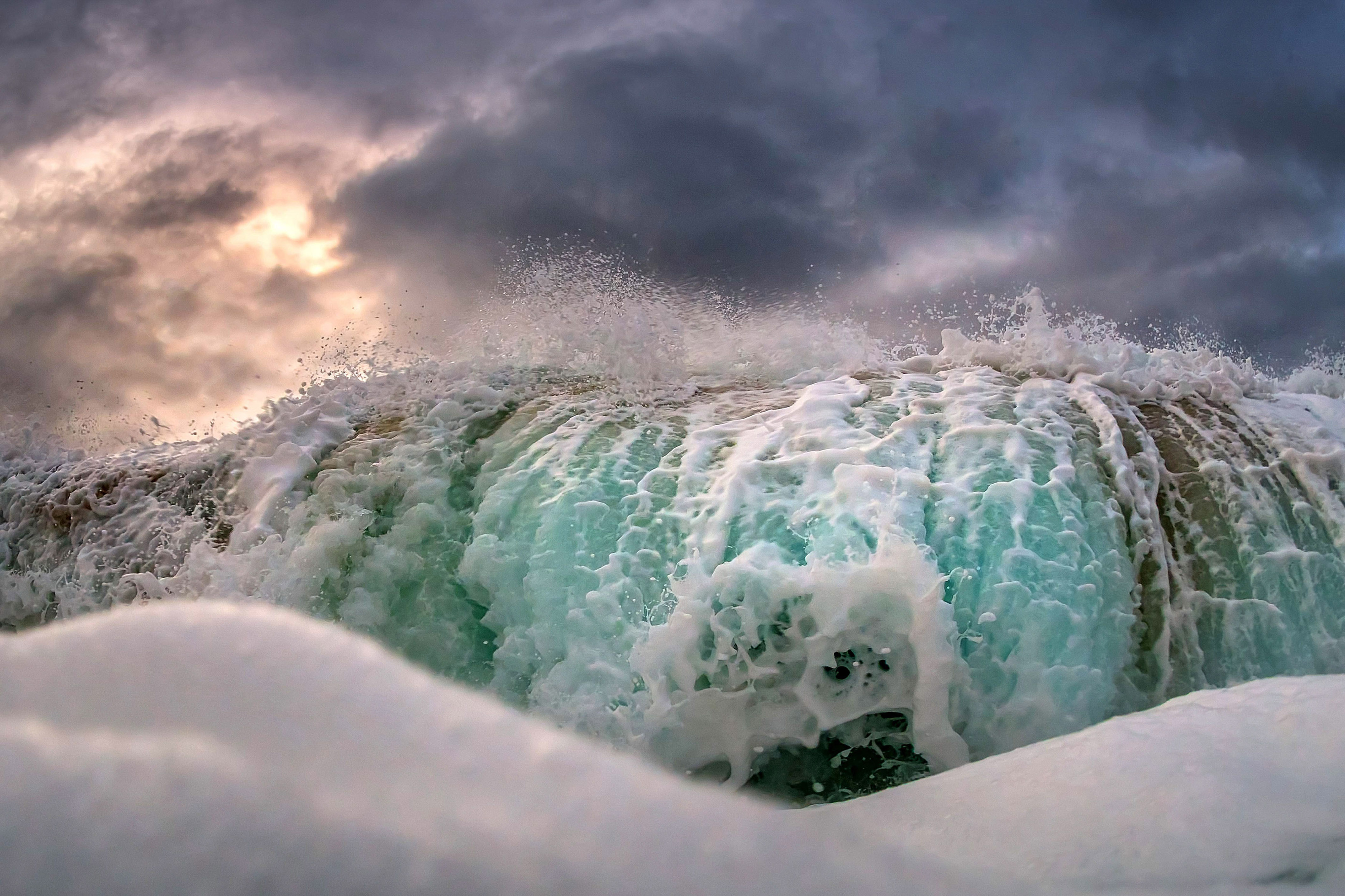 The Real Crash >> Stunning photos show stormy waves up-close ! - Caters News ...