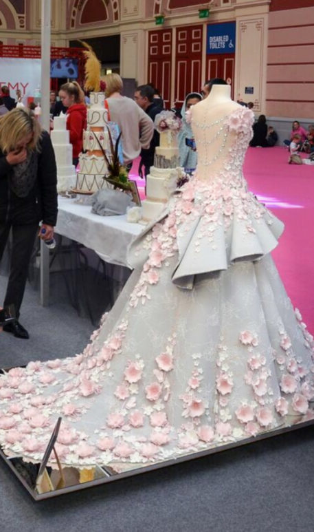 Good enough to eat! Incredibly realistic wedding dress made out of ...